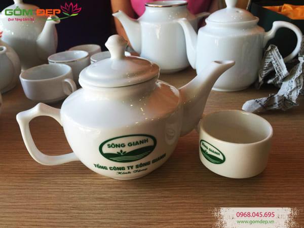 In logo lên bộ ấm trà