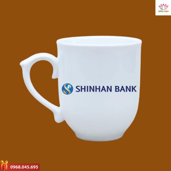 Ly sứ in logo Shinhan Bank