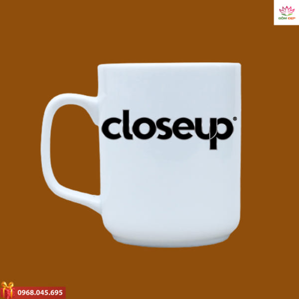 Ly sứ quà tặng in logo Closeup